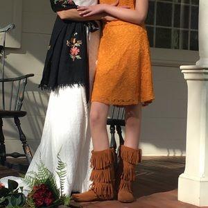 Minnetonka moccasin boots size 9